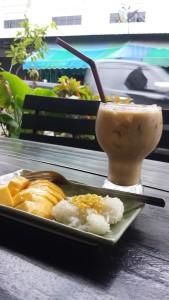 Comida na Tailândia - Thai-Style iced coffee e Mango Stick Rice